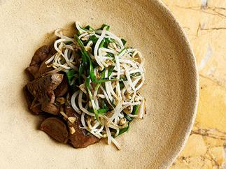 stir-fry pork liver garlic chive & beansprouts
