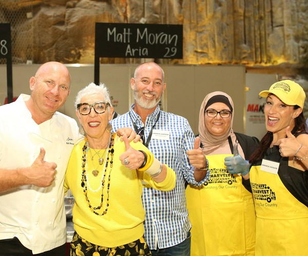 Matt Moran, OzHarvest CEO Ronni Kahn and volunteers at the 2017 CEO Cook Off