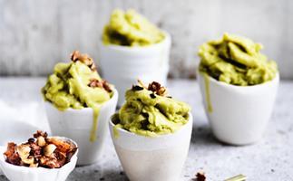 Avocado ice-cream with coconut-cacao crunch