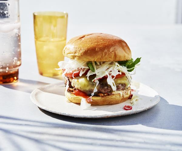 Cheeseburgers with spicy coleslaw