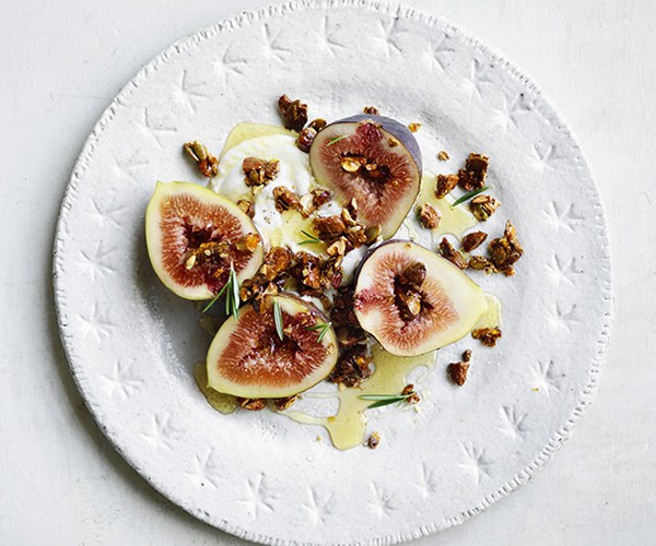 Figs with cardamom yoghurt and nut crumble
