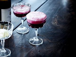 Sparkling shiraz and vanilla ice-cream spider