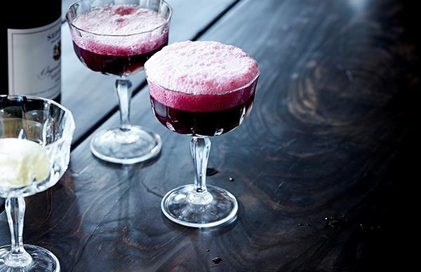 Sparkling shiraz and vanilla ice-cream spider