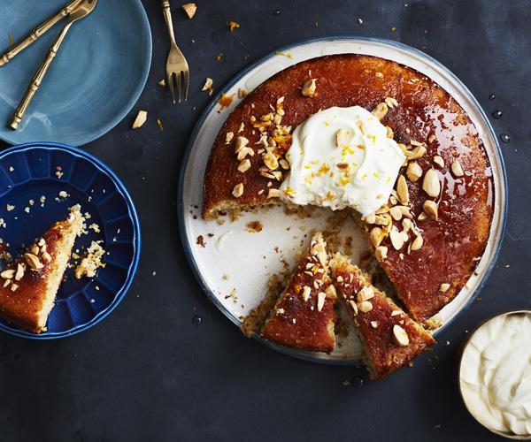 Fennel-spiced semolina cake with yoghurt