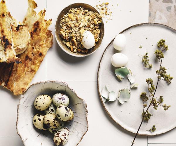Dukkah with quail eggs and flatbread