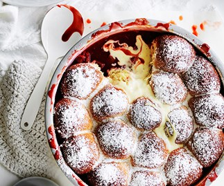 Rhubarb-strawberry milk bun pudding