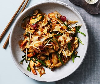 Stir-fried flat rice noodles