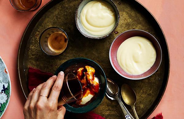 Milk pudding in espresso