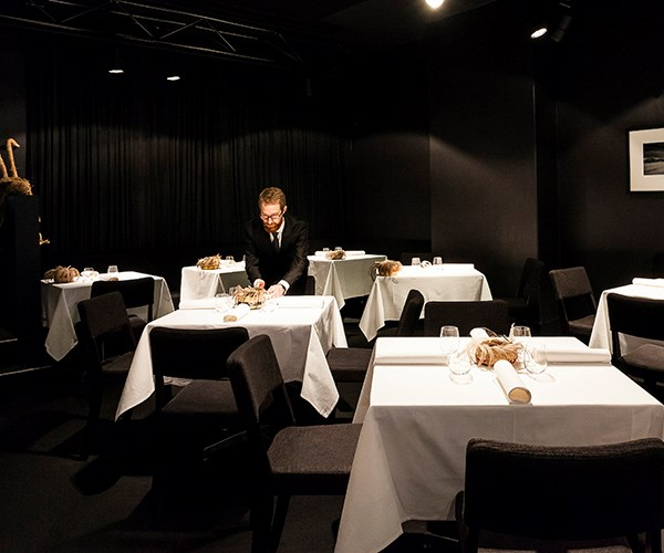 Does a great restaurant need tablecloths?
