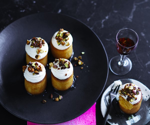 Lemon polenta cakes with pistachio nuts and mascarpone