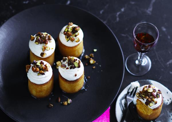 Lemon polenta cakes with pistachio nuts and mascarpone
