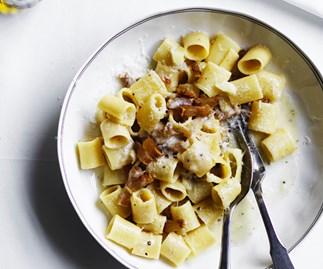Mezze maniche with guaniciale, Pecorino Romano and black pepper (Mezze maniche alla gricia)
