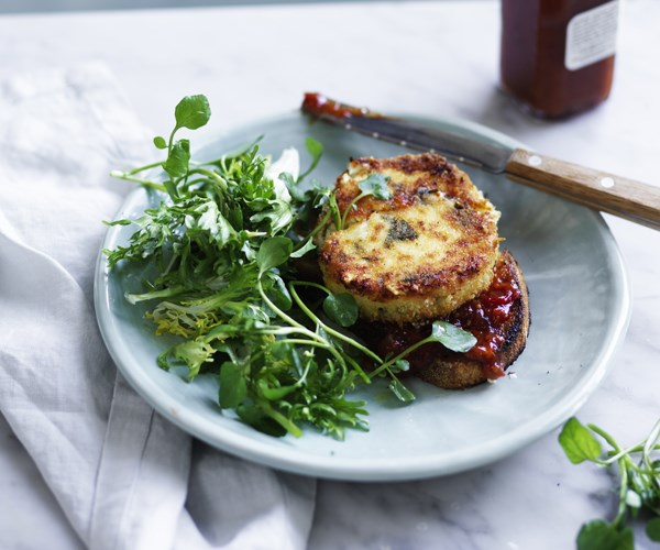 Baked goat's cheese on toast