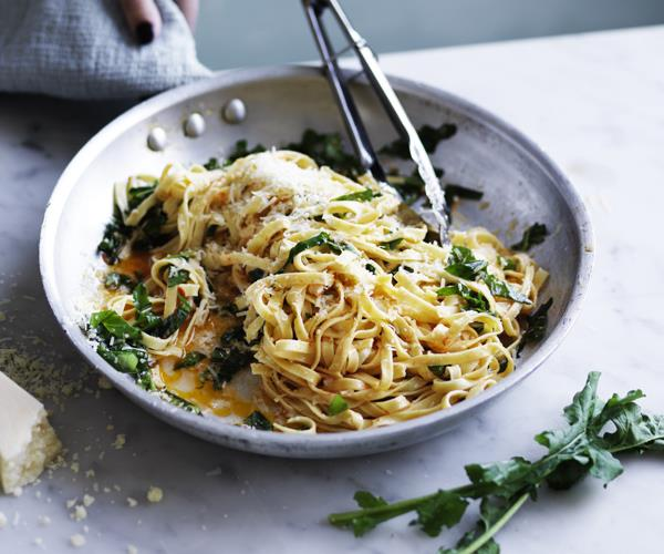"**[Linguine with chilli and rocket](https://www.gourmettraveller.com.au/recipes/fast-recipes/linguine-chilli-rocket-16684|target=""_blank"")**"