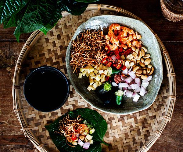 Betel leaves with accoutrements