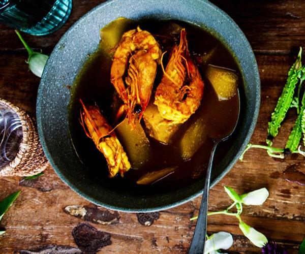 "[Palisa Anderson's (Boon Luck Farm, Chat Thai) sour orange fish curry (gaeng som)](https://www.gourmettraveller.com.au/recipes/chefs-recipes/sour-orange-fish-curry-gaeng-som-16828|target=""_blank"")"