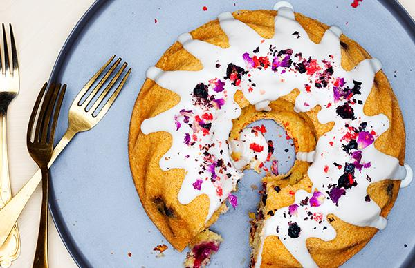 Berry bundt cake