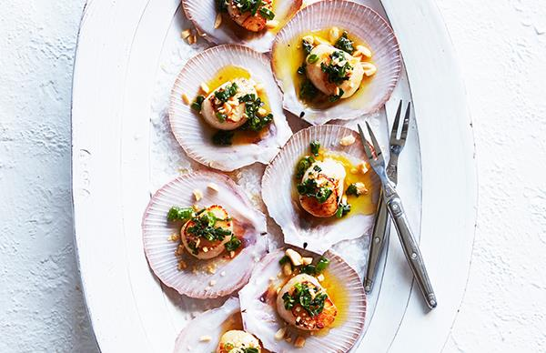 Grilled scallops with spring onion and peanut