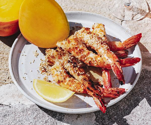 Barbecued prawns with honey, sesame and lemon
