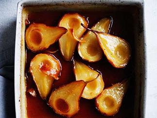 Roast pears with maple syrup and vanilla crème fraîche