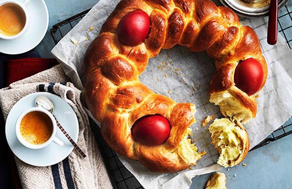 Greek Easter bread (Tsoureki)