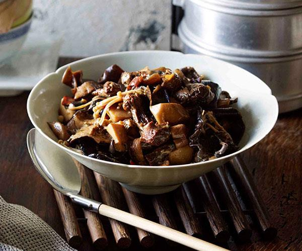 "**[Braised mushrooms with chillies and Sichuan pepper (Dun xiang gu)](https://www.gourmettraveller.com.au/recipes/browse-all/braised-mushrooms-with-chillies-and-sichuan-pepper-dun-xiang-gu-11248|target=""_blank"")**"