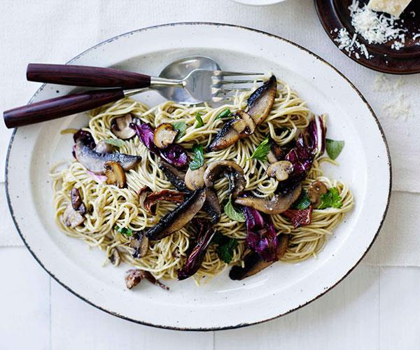 "**[Mushroom, radicchio and ricotta tagliarini](http://www.gourmettraveller.com.au/recipes/fast-recipes/mushroom-radicchio-and-ricotta-tagliarini-13090|target=""_blank"")**"