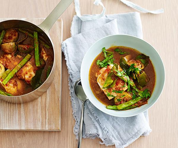 """**[Hot and sour fish curry](https://www.gourmettraveller.com.au/recipes/fast-recipes/hot-and-sour-fish-curry-13536
