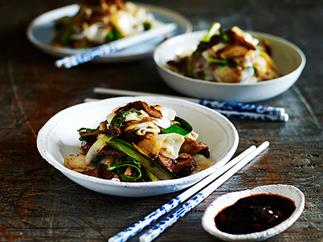 Stir-fried beef with rice noodles and mushrooms