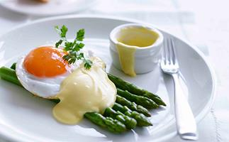 Asparagus with fried duck egg and Hollandaise