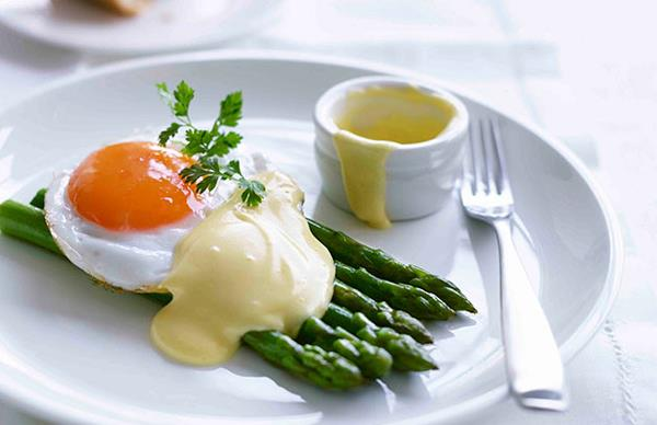 Asparagus with fried duck egg and Hollandaise