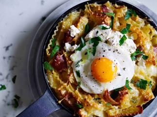 Ham and provolone mac and cheese with fried egg