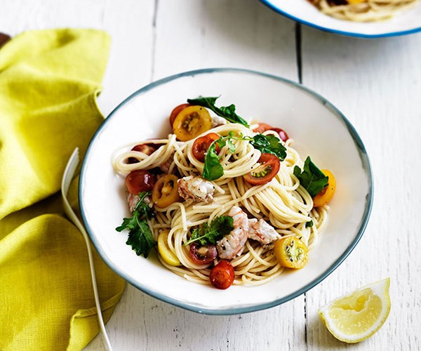 "**[Linguine with tomato, prawns and rocket](https://www.gourmettraveller.com.au/recipes/fast-recipes/linguine-with-tomato-prawns-and-rocket-13562|target=""_blank"")**"