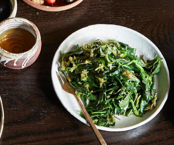 "**[Kylie Kwong's stir-fried Australian native greens with garlic](https://www.gourmettraveller.com.au/recipes/chefs-recipes/stir-fried-native-greens-17798|target=""_blank"")**"