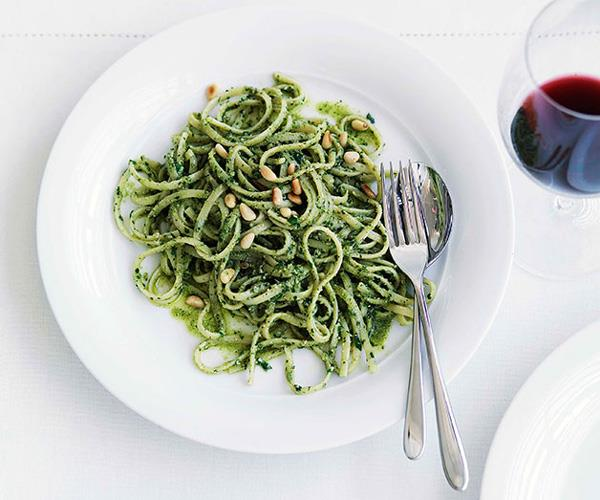 "**[Linguine con pesto matto](https://www.gourmettraveller.com.au/recipes/fast-recipes/linguine-con-pesto-matto-13077|target=""_blank"")**"