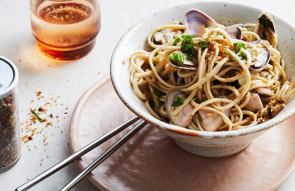 Udon noodles with pipis and sake