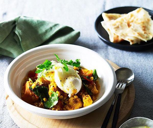 """[**Ruby's Diner's breakfast curry with roti and poached egg**](https://www.gourmettraveller.com.au/recipes/chefs-recipes/breakfast-curry-with-roti-and-poached-egg-9210