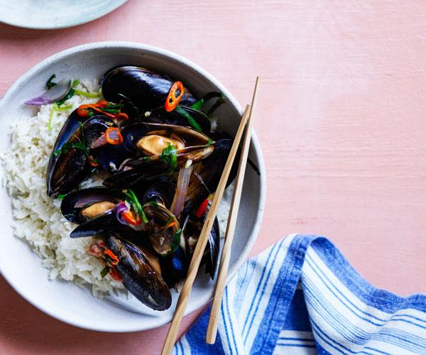 "**[Mussels with garlic chives and ginger rice](https://www.gourmettraveller.com.au/recipes/fast-recipes/mussels-garlic-chives-17902|target=""_blank"")**"