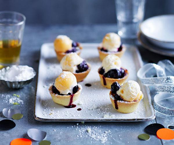 Mini blueberry pies with lemon curd ice-cream and sherbet