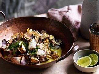 O Tama Carey's pipis with bay leaves and gentle curry sauce recipe