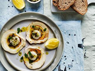 Barbecued scallops with seaweed butter and rye bread