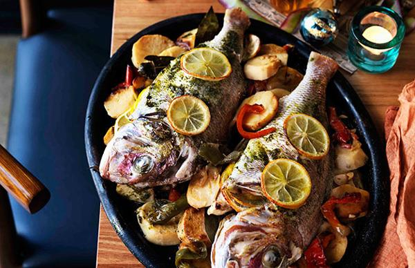 Marinated whole snapper baked on potatoes and peppers (Dorada al fondo con patatas)