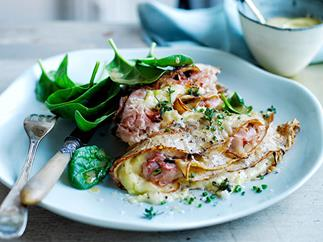 Baked wholemeal crêpes with ham, leek and Gruyère