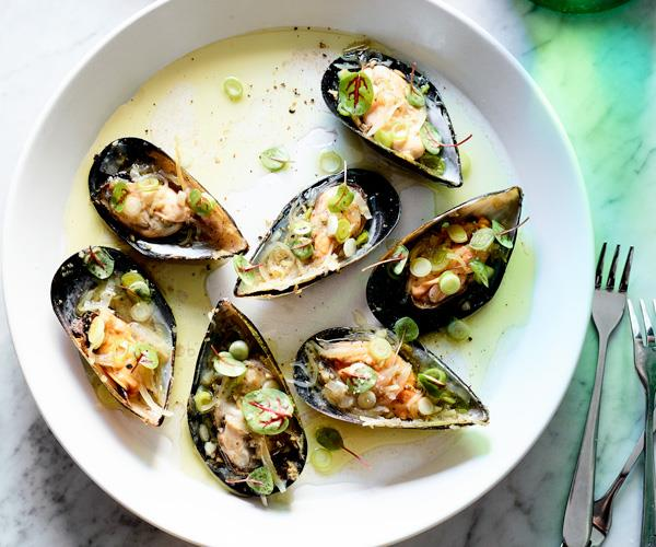 """**[Napier Quarter's mussels dressed with spring-onion and verjuice vinaigrette](https://www.gourmettraveller.com.au/recipes/chefs-recipes/mussels-spring-onion-18372