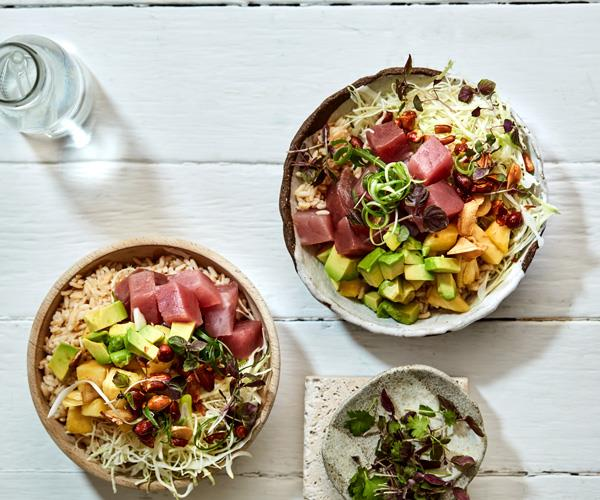 Summer bowl with tuna, rice and pineapple