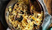 Spaghetti with clams and butter