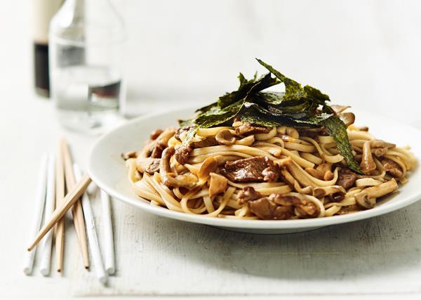 Yaki udon with mushrooms