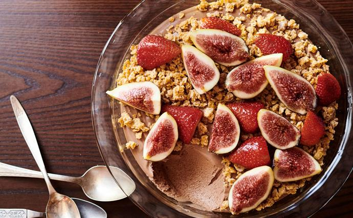 Chocolate mousse with white chocolate and corn flake crumble
