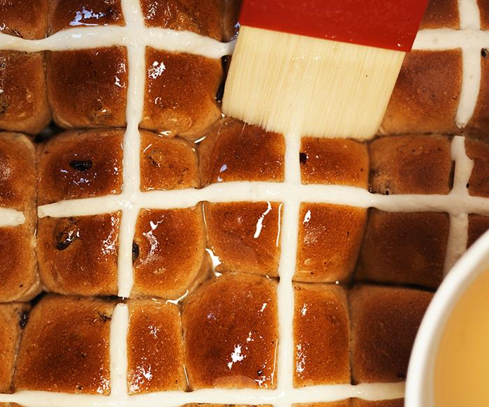hot cross bun bakers delight