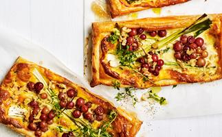 Blue cheese and leek tarts with roasted grapes